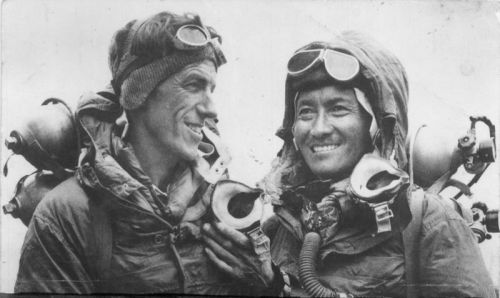 800px-Hillary_and_tenzing